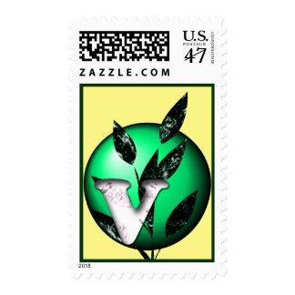 Inicial con las hojas sello postal