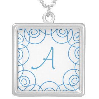 """Inicial de """"A"""" en voluta azul en el blanco, diseño Colgante Cuadrado"""