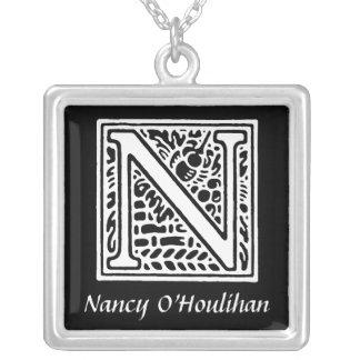 Inicial decorativa del monograma de la letra N per Pendientes