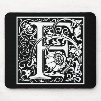 "Inicial decorativa ""F"" de la letra Alfombrilla De Ratón"