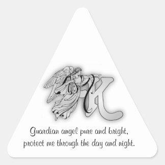 Inicial del alfabeto del monograma del ángel de la pegatina triangular
