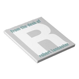 Inicial gigante del monograma del escritorio de la blocs de papel
