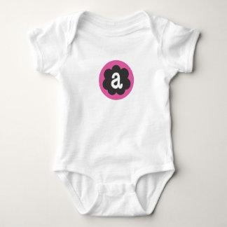 """Inicial infantil """"a """" de la enredadera de la flor mameluco de bebé"""