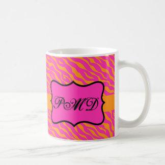 Inicial rosada y anaranjada del monograma de la taza clásica