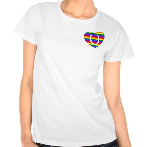 Inicial U del corazón del orgullo del arco iris Camiseta