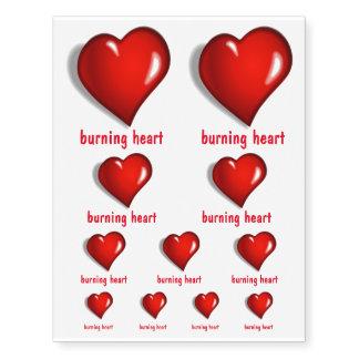 Iniciales ardientes del corazón o de la tarjeta tatuajes temporales