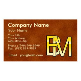iniciales B y M en oro sobre fondo de cuero