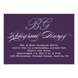 Iniciales grises púrpuras oscuras de la cena el |  invitacion personal