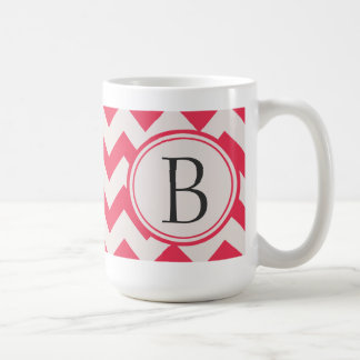 Iniciales rosadas y grises del modelo de zigzag de taza clásica