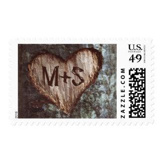 iniciales talladas árbol viejo del corazón que timbre postal