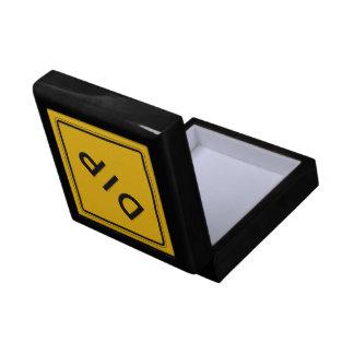 Inmersión, señal de peligro del tráfico, los caja de regalo cuadrada pequeña