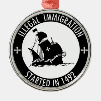 Inmigración ilegal comenzada en 1492 adorno navideño redondo de metal