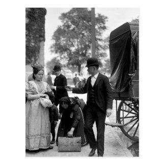 Inmigrantes en el parque de batería 1900 tarjeta postal