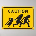 Inmigrantes ilegales que cruzan la muestra de la c póster