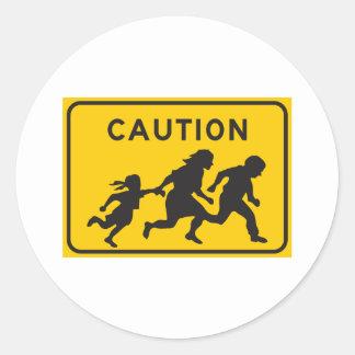 Inmigrantes ilegales que cruzan la muestra de la pegatina redonda
