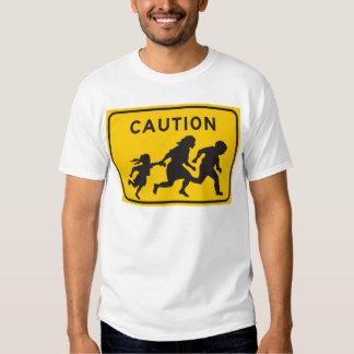 Inmigrantes ilegales que cruzan la muestra de la polera