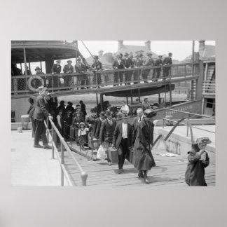 Inmigrantes que llegan la isla de Ellis, 1900s tem Póster
