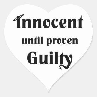 Innocent hasta culpable probada pegatina en forma de corazón