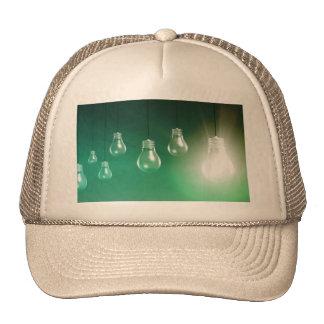 Innovación creativa y concepto que brilla gorras de camionero