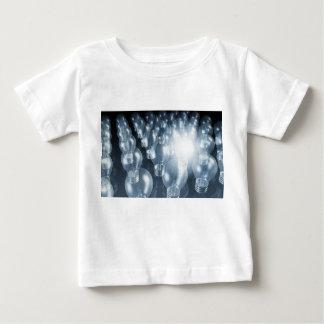 Innovación del negocio en ventas y arte del t shirts