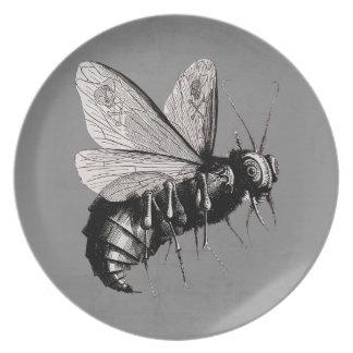 Insecto de alas gótico espeluznante del cráneo de platos de comidas