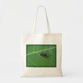 Insecto de relámpago en la hoja bolsa lienzo