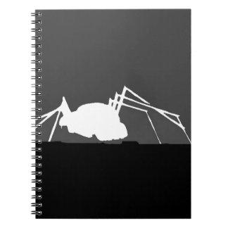 insecto en un tejado en blanco y negro libreta