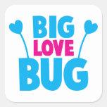 Insecto GRANDE del amor con las antenas del Pegatina Cuadrada