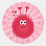Insecto rosado lindo del amor pegatinas redondas