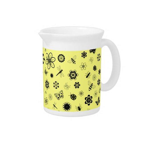 Insectos y flores (fondo amarillo limón) del vecto jarra de beber