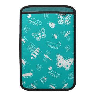 Insectos y mariposas blancos (fondo del vector del funda  MacBook