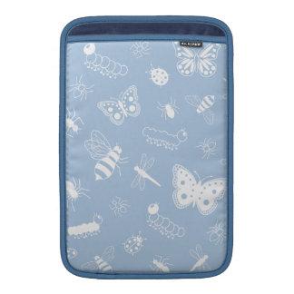 Insectos y mariposas blancos (parte posterior del  fundas MacBook