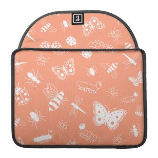 Insectos y mariposas blancos (parte posterior del fundas macbook pro