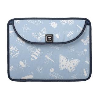 Insectos y mariposas blancos (parte posterior del funda macbook pro