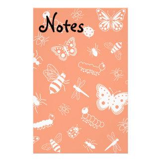 Insectos y mariposas blancos (parte posterior del  papelería personalizada