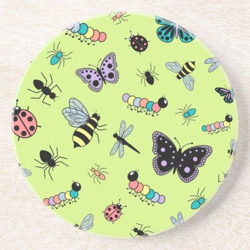Insectos y mariposas coloridos (parte posterior de posavaso para bebida