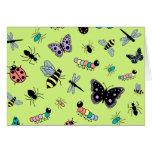 Insectos y mariposas coloridos (parte posterior tarjeta de felicitación