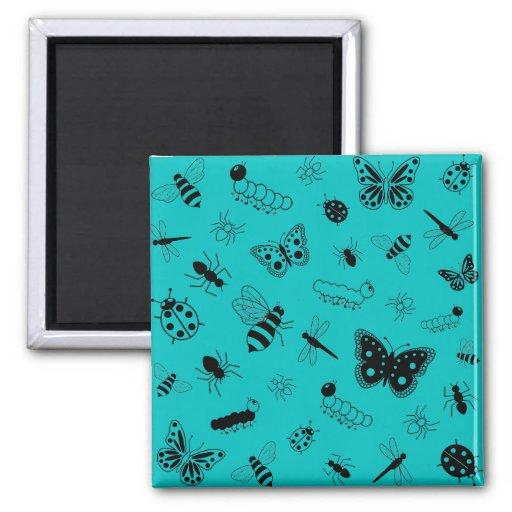 Insectos y mariposas lindos (fondo del vector del  imán de nevera