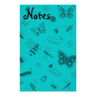 Insectos y mariposas lindos (fondo del vector del  papelería
