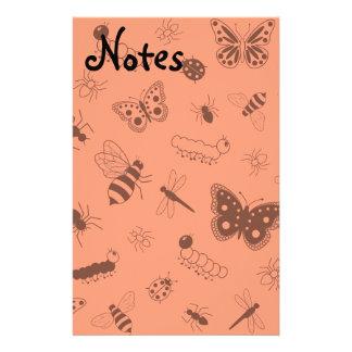 Insectos y mariposas lindos (naranja del vector de  papeleria de diseño