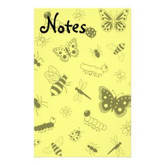 Insectos y mariposas lindos (parte posterior amari papeleria