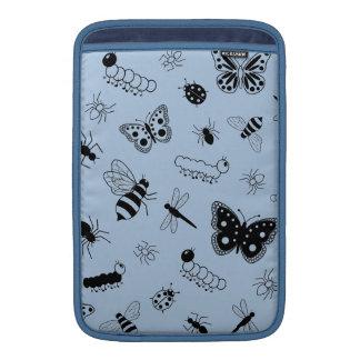 Insectos y mariposas lindos (parte posterior del v fundas macbook air