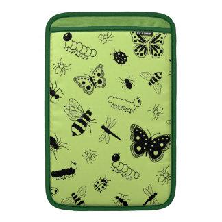 Insectos y mariposas lindos (parte posterior del v funda  MacBook