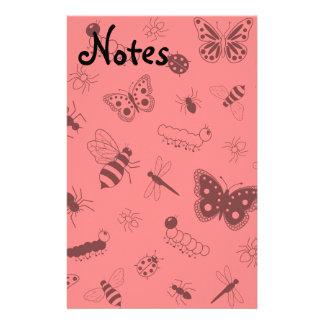 Insectos y mariposas lindos (parte posterior del v personalized stationery