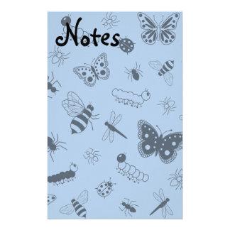Insectos y mariposas lindos (parte posterior del v papeleria de diseño