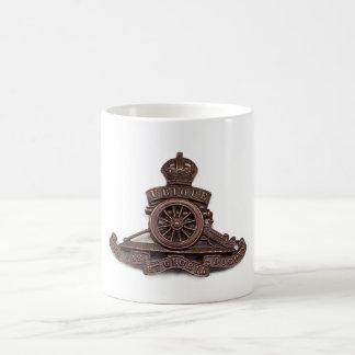 Insignia de casquillo real de la artillería (taza