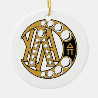 Insignia de la alfa de la ji de la lambda adorno navideño redondo de cerámica