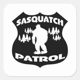 Insignia del bosque de la patrulla de Sasquatch Pegatinas Cuadradases