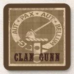 Insignia del escudo de Gunn del clan - sepia Posavasos De Bebida