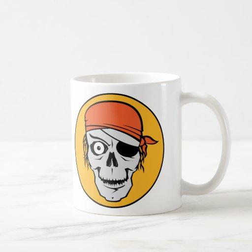 Insignia del pirata de los Undead Taza Básica Blanca
